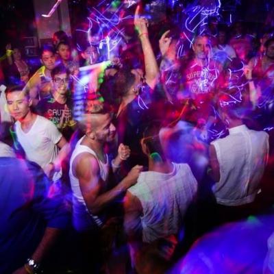 cruise-lights-crowd-good